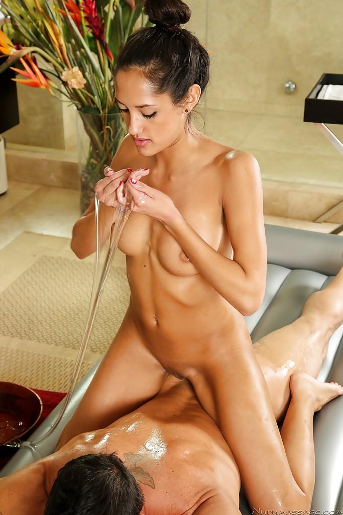 Смотреть массажистка онлайн