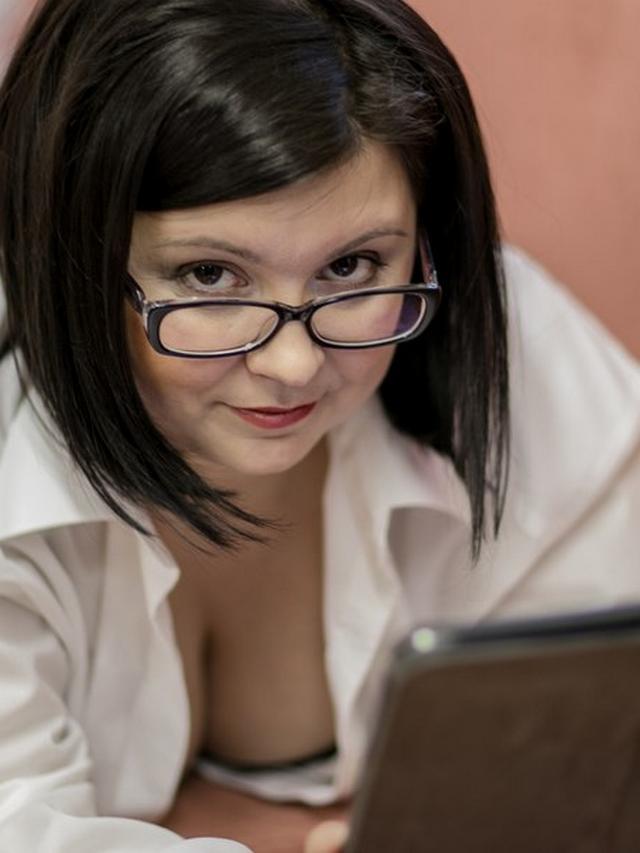 Смотреть домохозяйка онлайн