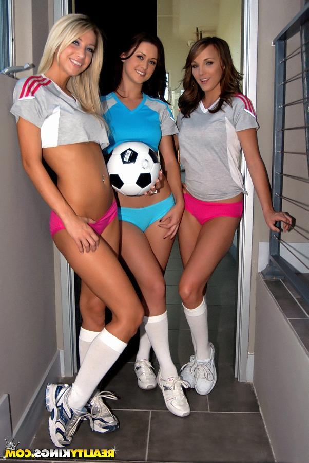Смотреть фанатки футбола онлайн