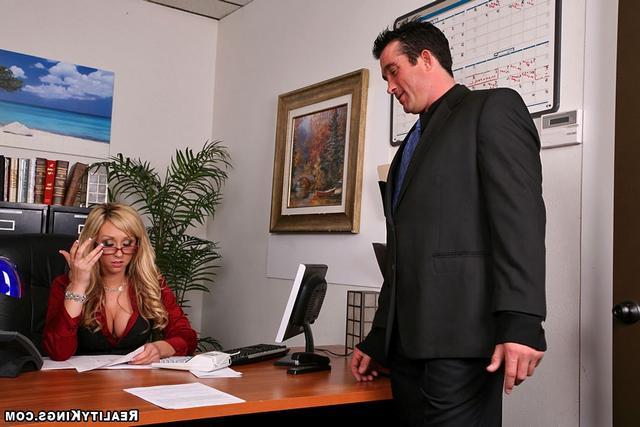 Смотреть работница отдалась онлайн